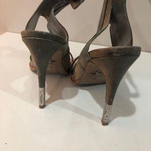 Pour la Victoire Sandals with a heel